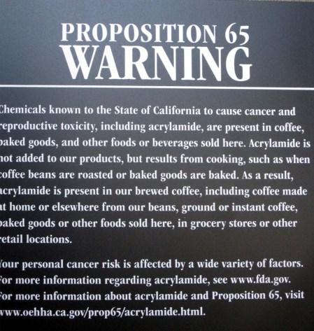 Avís a un Starbucks de Califòrnia. Cada estat genera les seves regulacions pròpies.